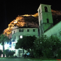 Surların içindeki Kotor şehri
