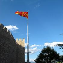 Ohrid kalesi ve Makedonya bayrağı